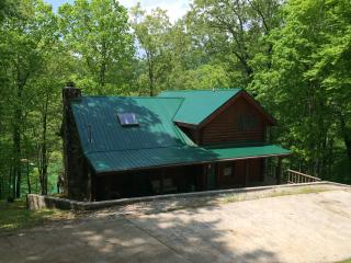 Spacious Lakefront 3 BR Cabin with Private Dock - La Follette vacation rentals