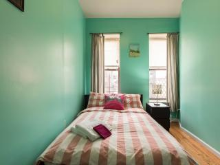 Sunny apt. Fifth fl, 4 beds 2 baths stay8-10people - New York City vacation rentals