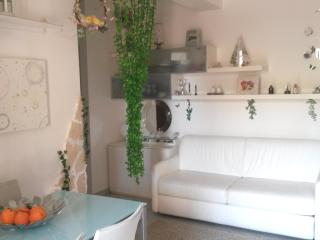 1 bedroom Apartment with A/C in Torre Faro - Torre Faro vacation rentals
