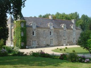 Romantic 1 bedroom Chateau in Corseul - Corseul vacation rentals