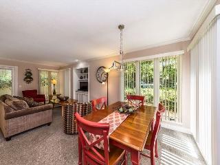 St. Andrews Common 1774, 1 Bedroom, Large Pool, Pet Friendly, Sleeps 4 - Hilton Head vacation rentals