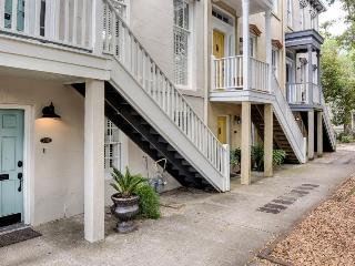 Romantic retreat w/ fireplace. Close to Forsyth Park - Savannah vacation rentals