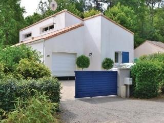 Lovely 4 bedroom Longeville-sur-mer House with Dishwasher - Longeville-sur-mer vacation rentals