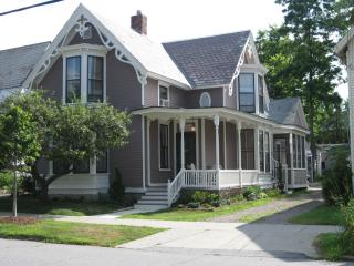 Perfect 1 bedroom Burlington Guest house with Internet Access - Burlington vacation rentals