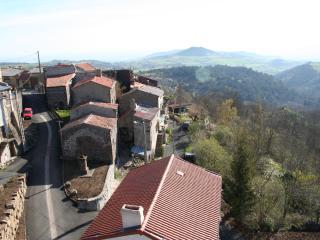 Petit village remarquable de montagne - Saint-Genes-Champanelle vacation rentals