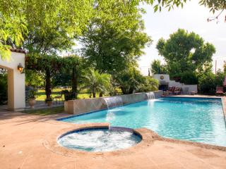 Fashionable 2BR Peoria Gated Villa w/Wifi, Outdoor Fireplace & Relaxing Private Pool Oasis - Conveniently Located Near Major Sports Venues, Shopping, Golf, Dining & More! - Peoria vacation rentals