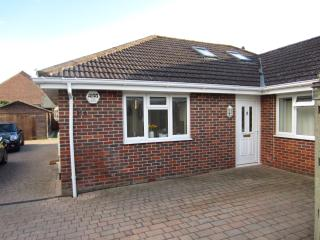 Light & Airy Modern Bungalow in Coastal Village - Warsash vacation rentals
