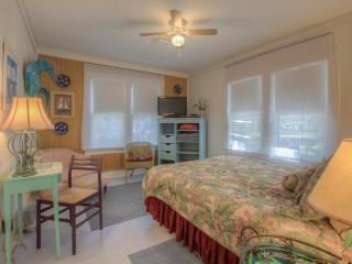 Romantic Historic Cottage minutes to the Beach - New Smyrna Beach vacation rentals