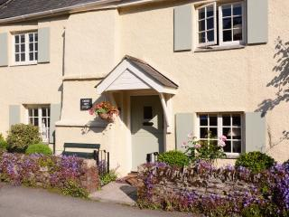 Lovely House with Internet Access and DVD Player - Noss Mayo vacation rentals