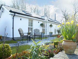 Beautiful 1 bedroom House in Pencoed with Internet Access - Pencoed vacation rentals
