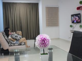De Houz 3 Rooms Type Service Apartment - Shah Alam vacation rentals