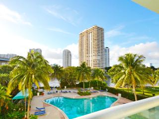 1BDR 19390 Collins Ave 3fl beach walking distance - Sunny Isles Beach vacation rentals