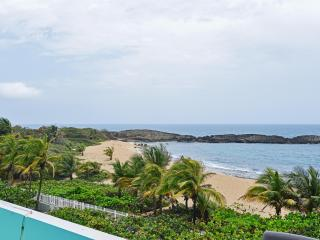 'Seaside Paradise 3' Enticing 2BR Oceanfront Manatí Condo w/Wifi, Sensational Views & Huge Private Balcony Overlooking Mar Chiquita - Steps to the Beach! Near Hiking, Mountains & More - Manati vacation rentals