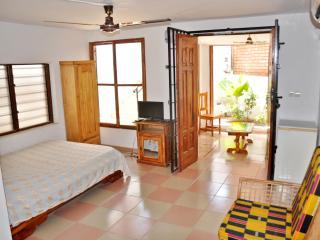 Coquette maison lomé-centre ville - Lome vacation rentals