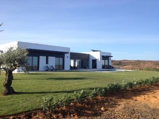 Stunning & Contemporary 4 Bed Villa with Pool - Castro Marim vacation rentals