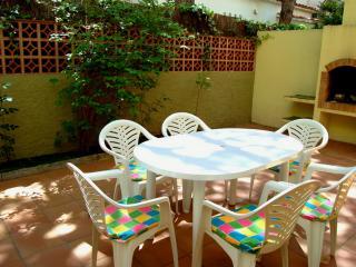 Planta baja con jardin privado cerca de la playa - Platja d'Aro vacation rentals