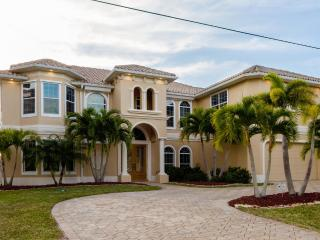 Luxury Villa Tropical Dream with pool and spa - Cape Coral vacation rentals