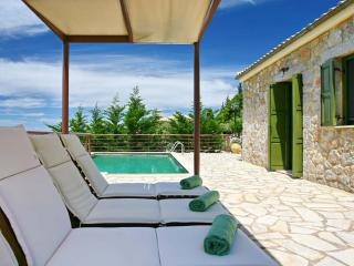 Cozy 2 bedroom Spanochori Villa with Television - Spanochori vacation rentals