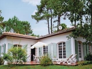 Comfortable 3 bedroom Breuillet House with Dishwasher - Breuillet vacation rentals