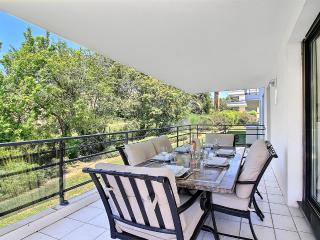 Luxurious & Modern 2 bed with Pool, close to the beach - Juan-les-Pins vacation rentals