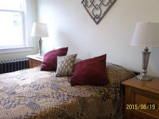 Near Harvard/HarvardBusiness School - Watertown vacation rentals