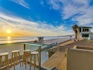 Spacious 1br+2ba OCEAN FRONT Townhome - Pacific Beach vacation rentals