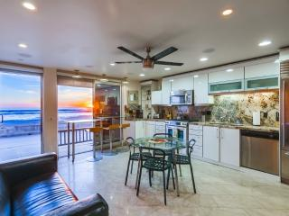 Modern 2br+3ba OCEAN FRONT Townhome - Pacific Beach vacation rentals