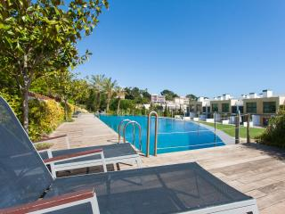Beautiful 4br - with Terrace - 2 Pools & Sea view - Cascais vacation rentals