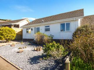 ROWAN, all ground floor, off road parking, front and rear garden, in Tenby, Ref 933133 - Tenby vacation rentals