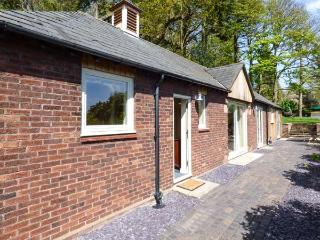 BADGERS RAKE stylish detached bungalow, underfloor heating, pet-friendly, ideal for walks and cycling in Burton, Neston Ref 937290 - Neston vacation rentals