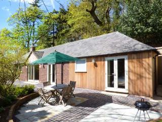 BADGERS RAKE stylish detached bungalow, underfloor heating, pet-friendly, ideal for walks and cycling in Burton, Neston Ref 937290 - Neston vacation rentals
