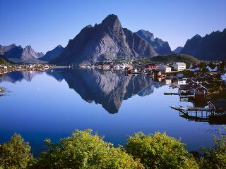 Reine Retro Villa-Cozy with a spectacular view - Reine vacation rentals