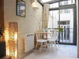 Secluded duplex centremost Paris - Paris vacation rentals