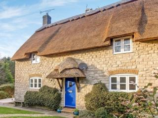 Thatched 4 bedroom cottage near beach, pub & shop - Osmington Mills vacation rentals