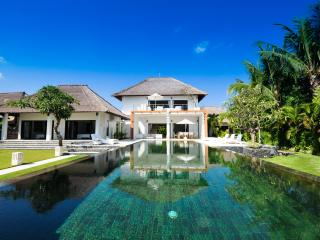 Villa Bossi at Banjar - Luxury villa on the beach - Lovina vacation rentals