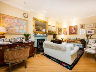 Grand mews house with 3 bedrooms in very exclusive location- Knightsbridge - London vacation rentals