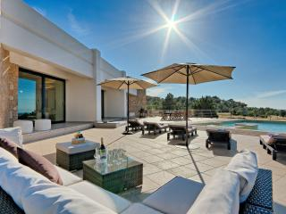 Bright Villa with Internet Access and Dishwasher - San Agusti des Vedra vacation rentals