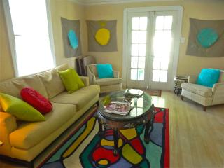 Cheery Spacious 2 Bedroom 10 min drive/Uber to FQ - New Orleans vacation rentals