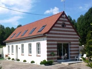 Bright 2 bedroom Gite in Saint Omer with Internet Access - Saint Omer vacation rentals
