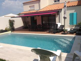La Maison de Vesta avec sa piscine chauffée - Arces Sur Gironde vacation rentals