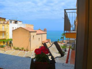 Charming Apartment with Television and Water Views in Finale - Finale vacation rentals