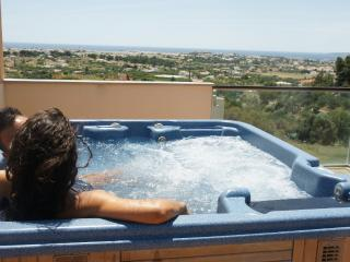 Luxury townhouse, private jacuzzi, near Albufeira - Patroves vacation rentals