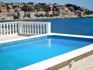 Sunny 1 bedroom Prigradica Apartment with Internet Access - Prigradica vacation rentals
