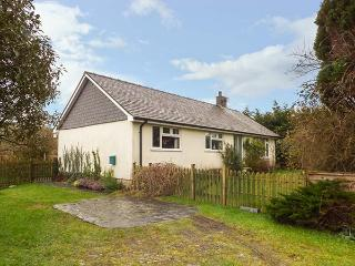DOLAU modern bungalow, woodburner, WiFi, ideal for walks and cycling in Llwyngwril Ref 933788 - Llwyngwril vacation rentals