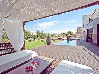Spacious 4 bedroom Puig de Ros Villa with Internet Access - Puig de Ros vacation rentals