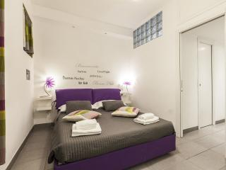CHEAP & CHIC WHITE APT COLISEUM – ALL INCLUDED! - Rome vacation rentals
