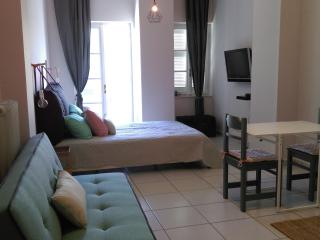 1 bedroom Apartment with Washing Machine in Hermoupolis - Hermoupolis vacation rentals