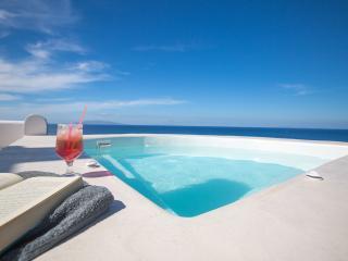3 bedroom Villa with Internet Access in Imerovigli - Imerovigli vacation rentals