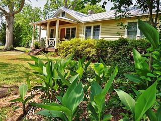 Adorable House with Deck and A/C - Oriental vacation rentals