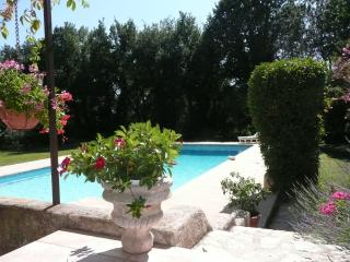 appartement t 2 campagne aixoise - Eguilles vacation rentals